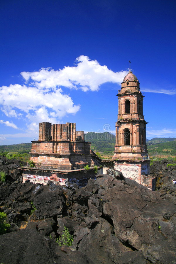 Ruínas do Parangaricutiro. imagens de stock royalty free
