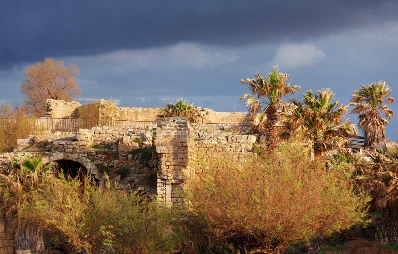 Ruínas do porto antigo, Caesarea Maritima imagem de stock royalty free