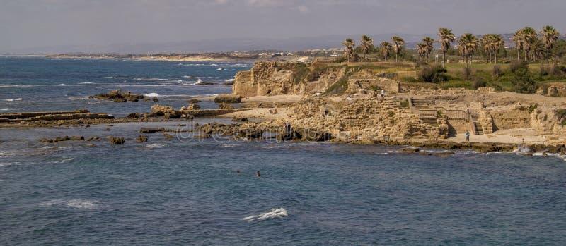 Ruínas do porto de Herods em Caesarea Vista panorâmico foto de stock royalty free