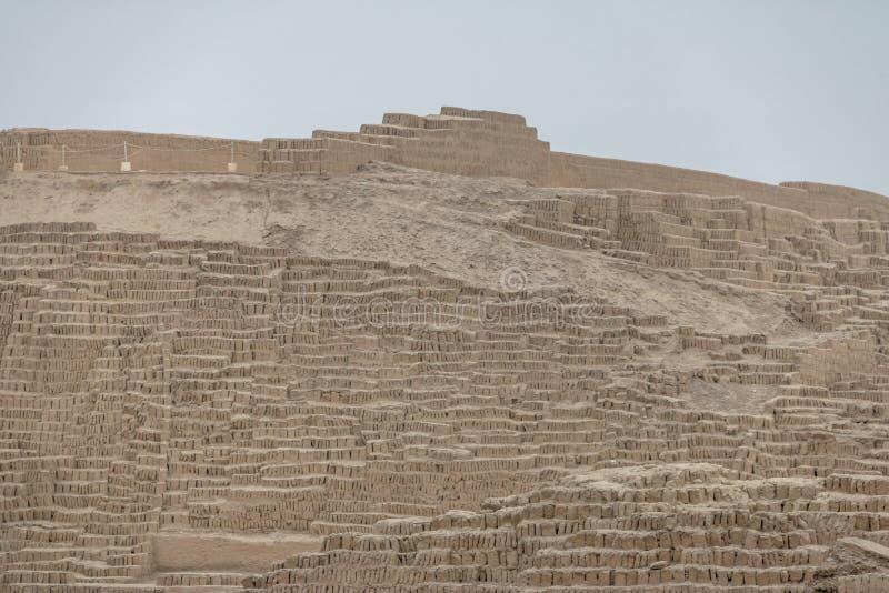 Ruínas do pre-inca de Huaca Pucllana no distrito de Miraflores - Lima, Peru imagens de stock royalty free
