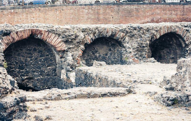 Ruínas do romano romano antigo de Anfiteatro do anfiteatro em Catania, Sicília, Itália fotos de stock