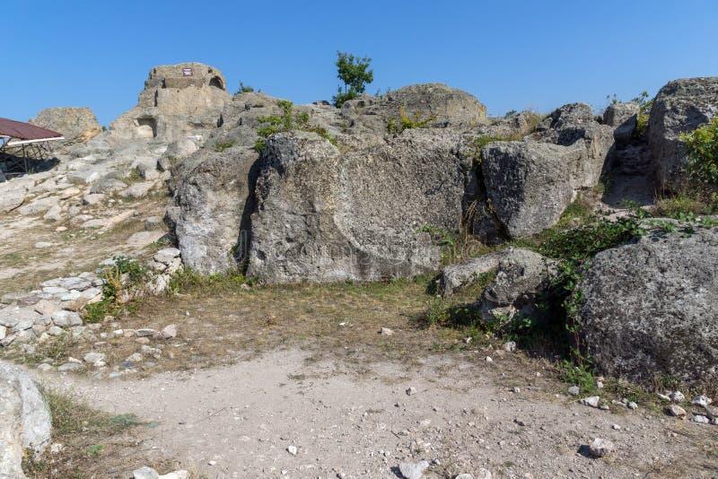 Ruínas do santuário antigo Tatul de Thracian, Bulgária imagem de stock royalty free