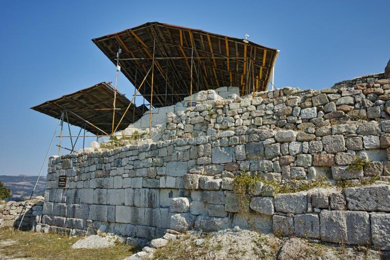 Ruínas do santuário antigo Tatul de Thracian, região de Kardzhali foto de stock