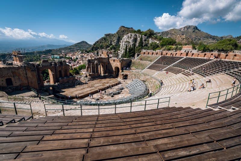 Ruínas do teatro do grego clássico em Taormina, Sicília, Itália fotografia de stock royalty free