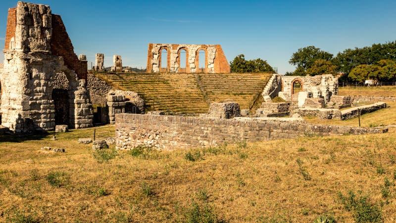 Ruínas do teatro romano em Gubbio fotografia de stock