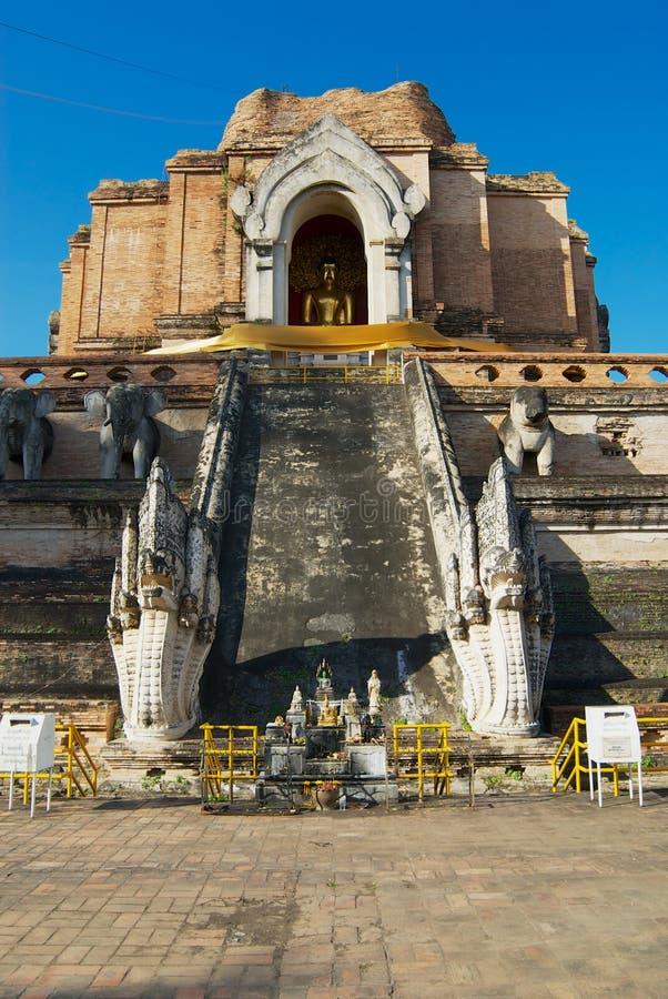 Ruínas do templo antigo de Wat Chedi Luang em Chiang Mai, Tailândia fotos de stock royalty free