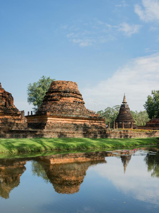 Ruínas do templo budista no parque histórico de Sukhothai, Tailândia fotos de stock royalty free