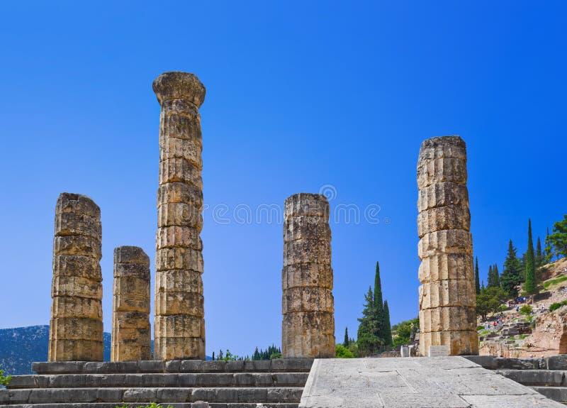 Ruínas do templo de Apollo em Delphi, Greece foto de stock