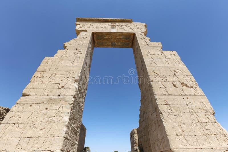 Ruínas do templo de Denderah em Qena, Egito fotografia de stock royalty free
