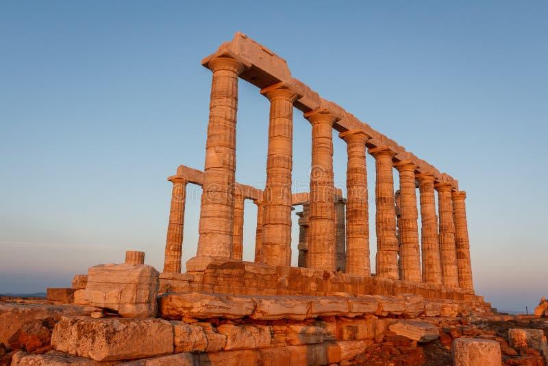 Ruínas do templo de Poseidon no cabo de Sounion no alvorecer fotos de stock royalty free