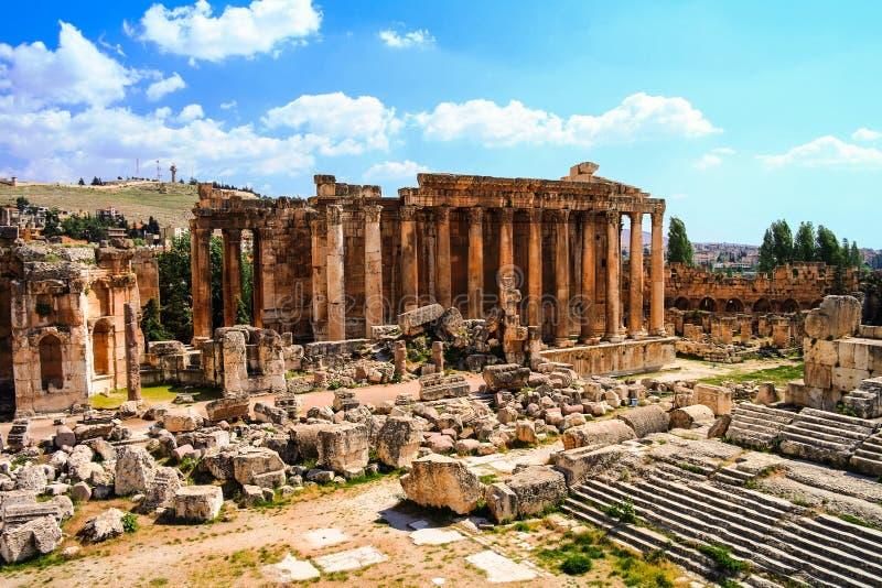 Ruínas do templo do Baco Baalbek, Líbano imagens de stock