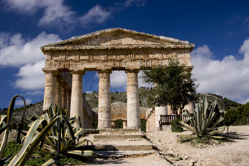 Ruínas do templo do grego clássico fotografia de stock royalty free