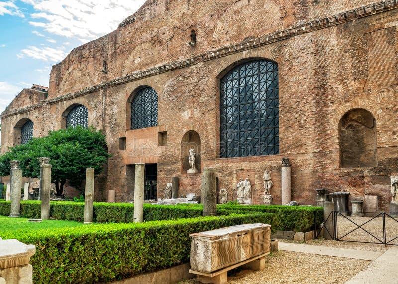 Ruínas dos banhos de Diocletian em Roma imagens de stock