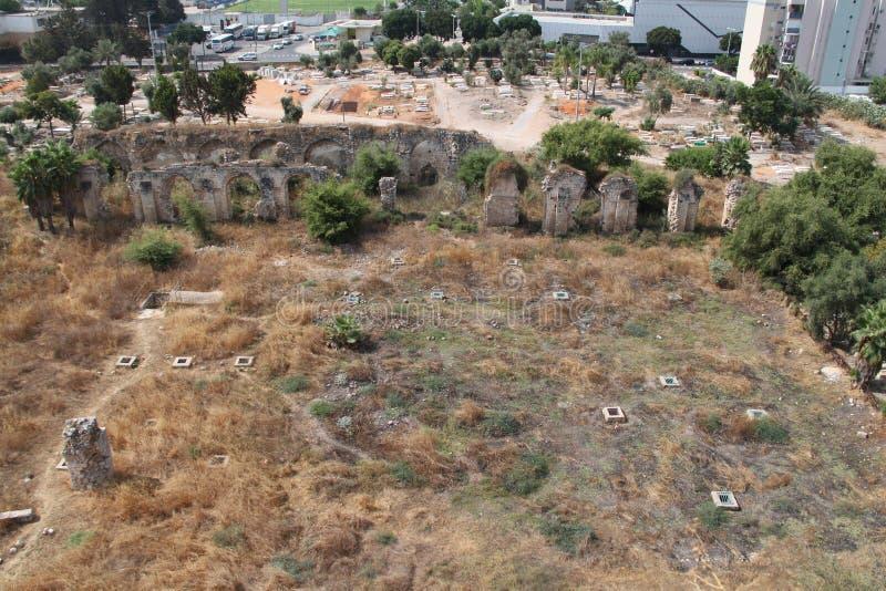 Ruínas dos muros da antiga cidade de Ramla, Israel foto de stock royalty free