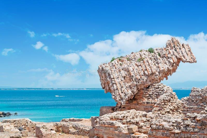 Ruínas e céu azul foto de stock royalty free