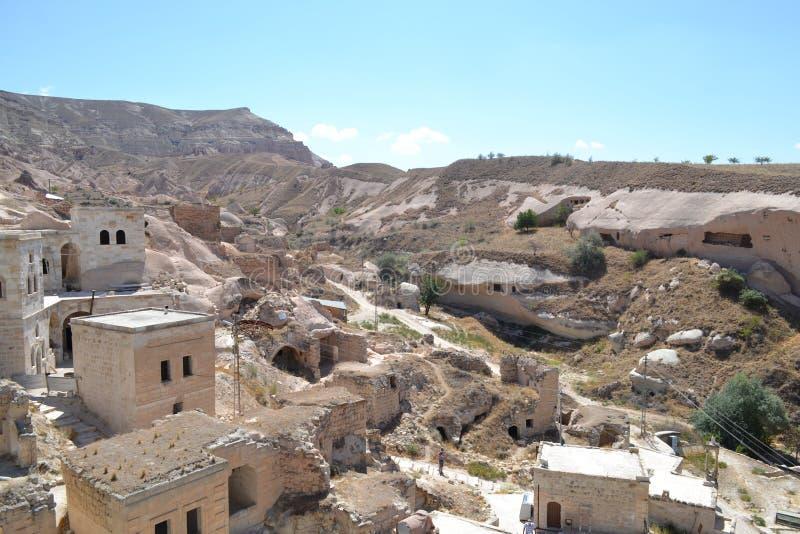 Ruínas e casas em Cappadocia imagem de stock
