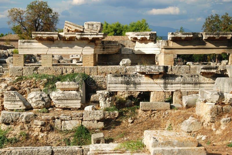 Ruínas em Corinth, Grécia - fundo da arqueologia imagens de stock royalty free