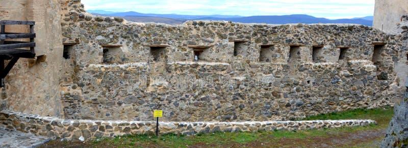 Ruínas em Rupea - Reps - vestígios medievais da fortaleza A Transilvânia, Romania fotos de stock royalty free