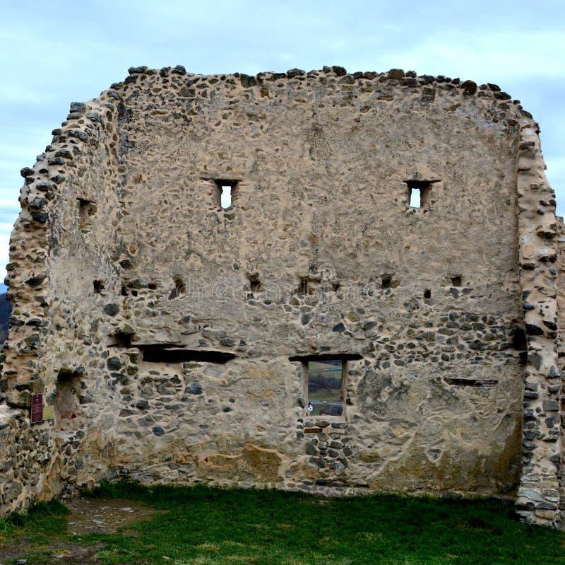 Ruínas em Rupea - Reps - vestígios medievais da fortaleza A Transilvânia, Romania imagem de stock royalty free