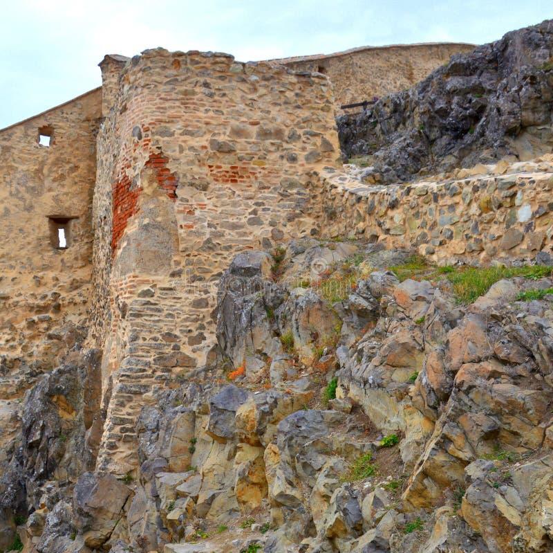 Ruínas em Rupea - Reps - vestígios medievais da fortaleza A Transilvânia, Romania foto de stock royalty free