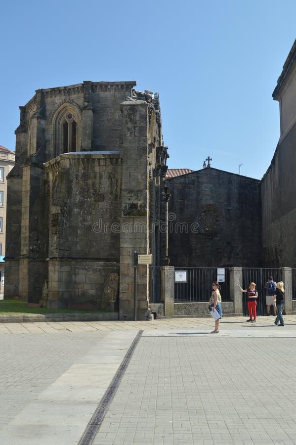 Ruínas góticos bonitas da igreja de Santo Domingo em Pontevedra Natureza, arquitetura, história, fotografia da rua 19 de agosto imagens de stock royalty free