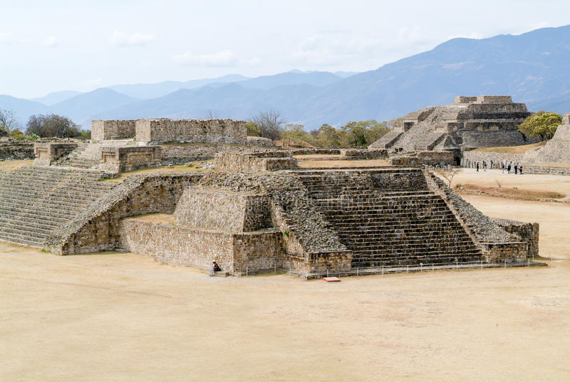 Ruínas maias da cidade em Monte Alban perto da cidade de Oaxaca foto de stock royalty free
