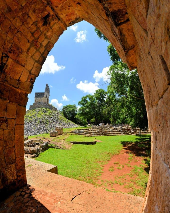 Ruínas maias de Tabna na rota de Puuc, Iucatão imagem de stock royalty free