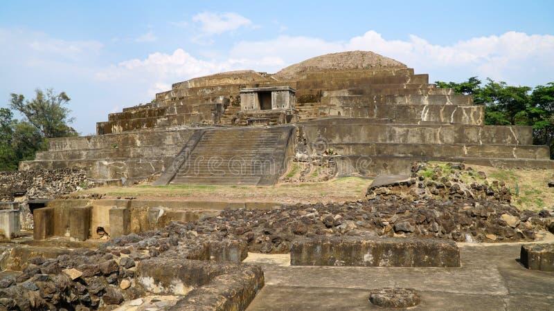 Ruínas maias de Tazumal em El Salvador, Santa Ana imagens de stock