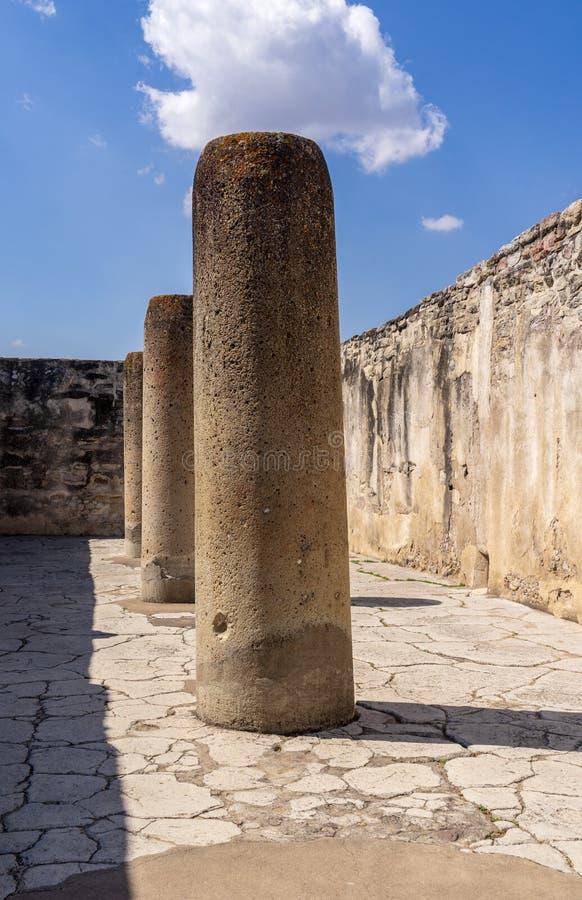 Ruínas mexicanas de visita em Mitla imagem de stock