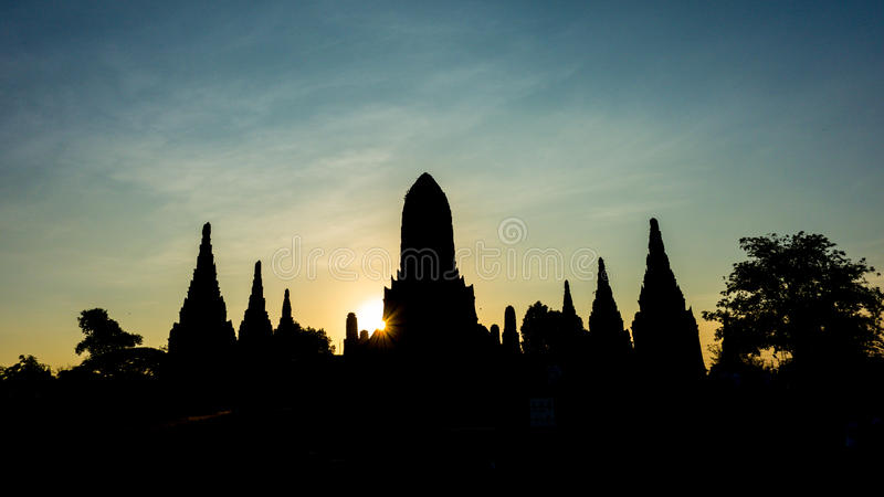 Ruínas mostradas em silhueta do templo imagens de stock royalty free