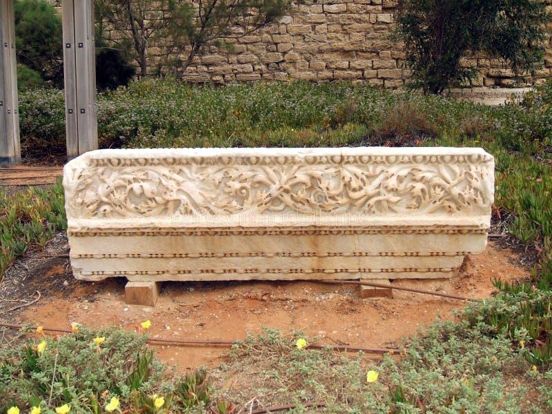 Ruínas romanas em Caesarea Maritima ou no parque nacional de Caesarea em Israel foto de stock royalty free
