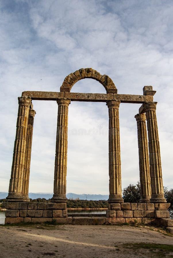 Ruínas romanas no reservatório de Valdecanas Caceres, Spain imagem de stock royalty free