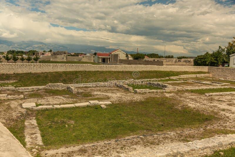 Ruínas romanas velhas na cidade de Nin, Dalmácia, Croácia imagem de stock royalty free