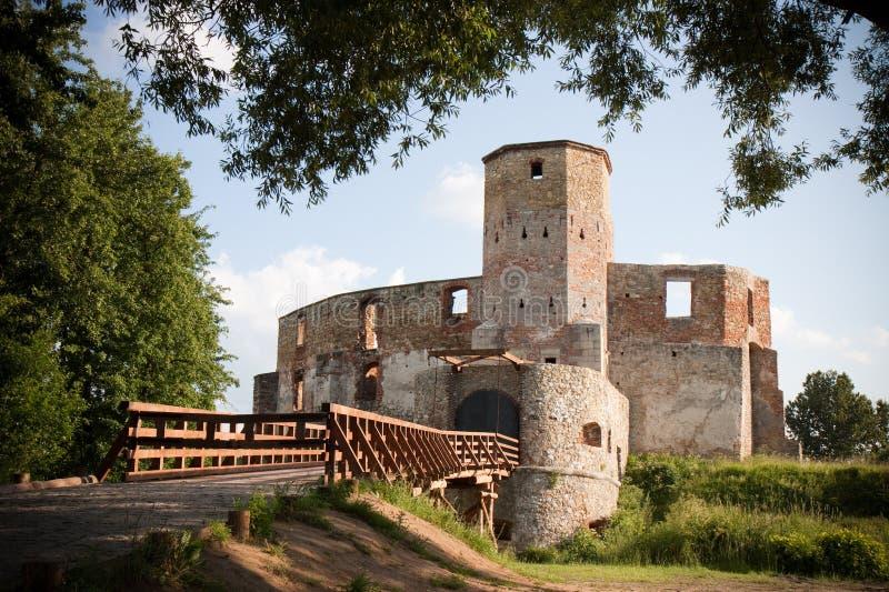 Ruínas velhas do castelo fotografia de stock royalty free