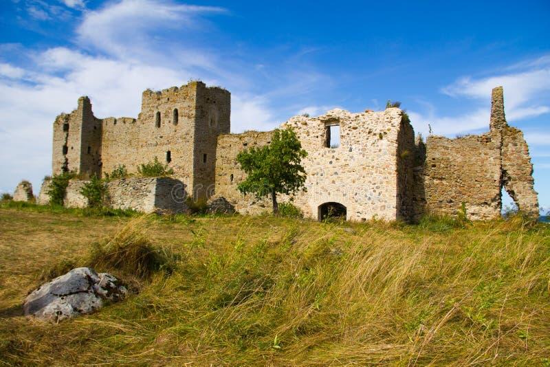 Ruínas velhas do castelo imagens de stock