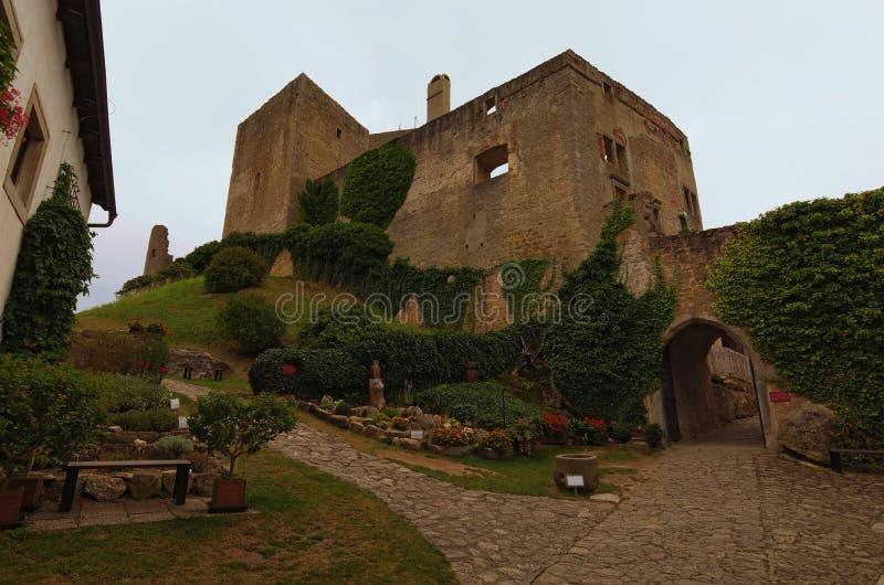 Ruínas velhas do castelo de Landstejn É o castelo românico preservado o mais velho e melhor em Europa Conceito do curso e do turi fotos de stock