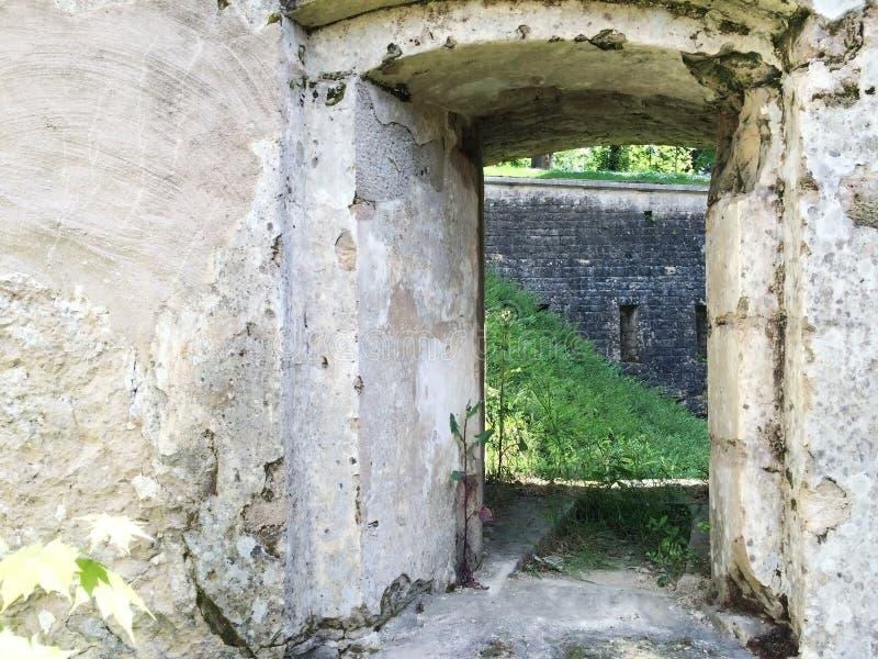 Ruínas velhas do castelo em Luxemburgo, Europa foto de stock