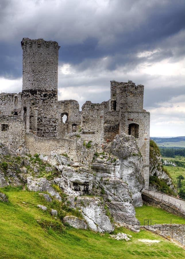 Ruínas velhas do castelo em Poland em Europa foto de stock royalty free