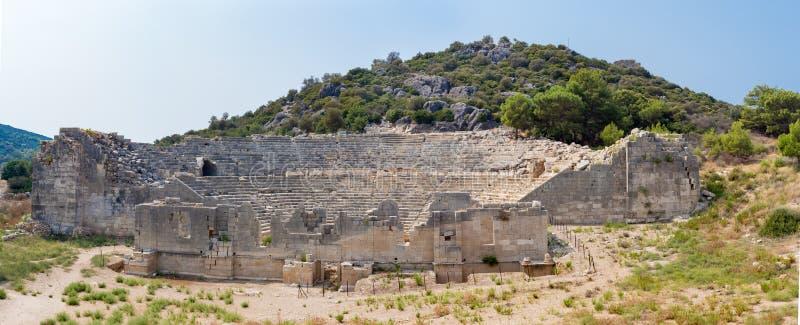 Ruïne van amfitheater in oude Lycian-stad Patara stock foto