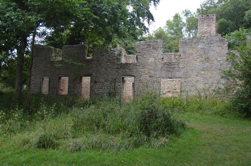 Ruïnes bij Tyneham-spookdorp, eiland van purbeck Dorset stock foto's
