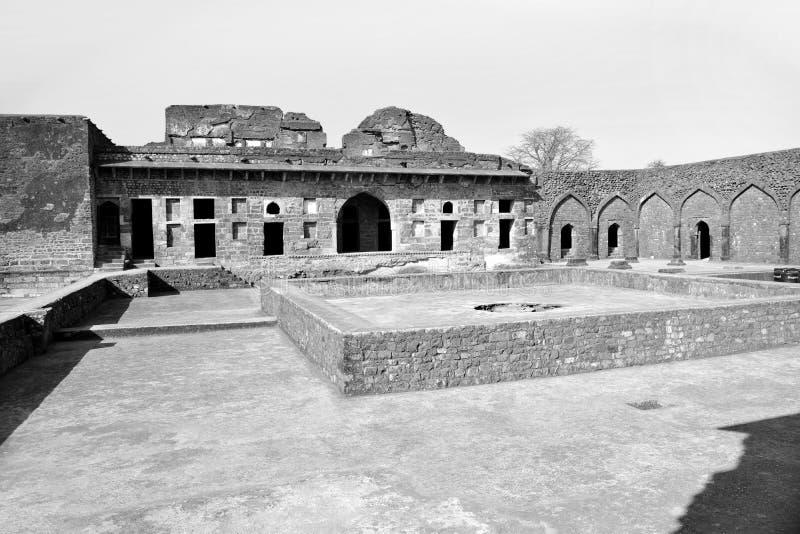 Ruïnes binnen Mandu-complex paleis royalty-vrije stock foto's