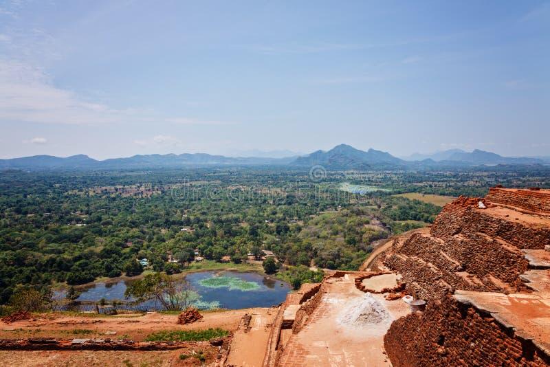 Ruïnes bovenop Sigiriya-paleis royalty-vrije stock foto's