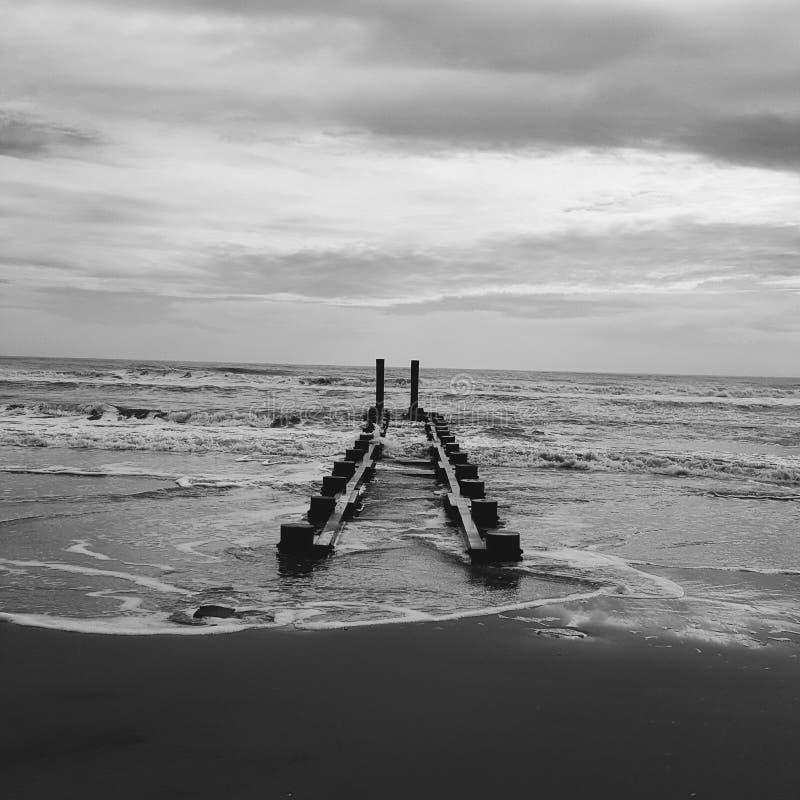 Ruïnes door de oceaan royalty-vrije stock foto's
