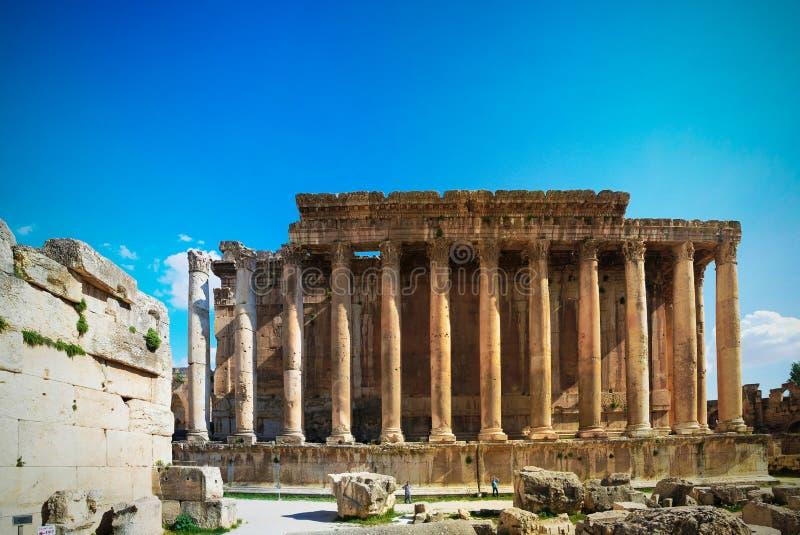 Ruïnes van Bacchus-tempel in Baalbek bij Bekaa-vallei, Libanon stock afbeeldingen