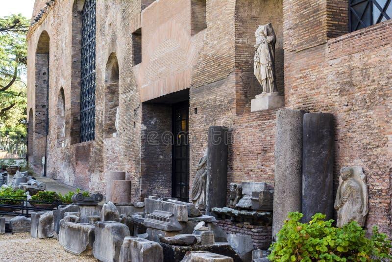 Ruïnes van de Baden van Diocletian, Rome, Italië De baden van Diocletian is één van de belangrijkste oriëntatiepunten in Rome stock afbeelding
