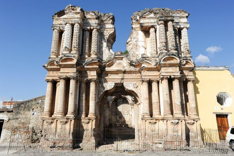Ruïnes van de kerk van Gr Carmen bij Antigua stock afbeelding