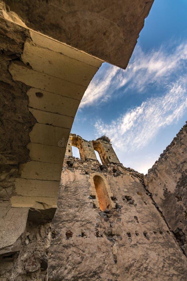 Ruïnes van de Kluis van San Medel in Valseca in de provincie van Segovia Steekproef van de ontvolking van het centrum van Spanje royalty-vrije stock foto