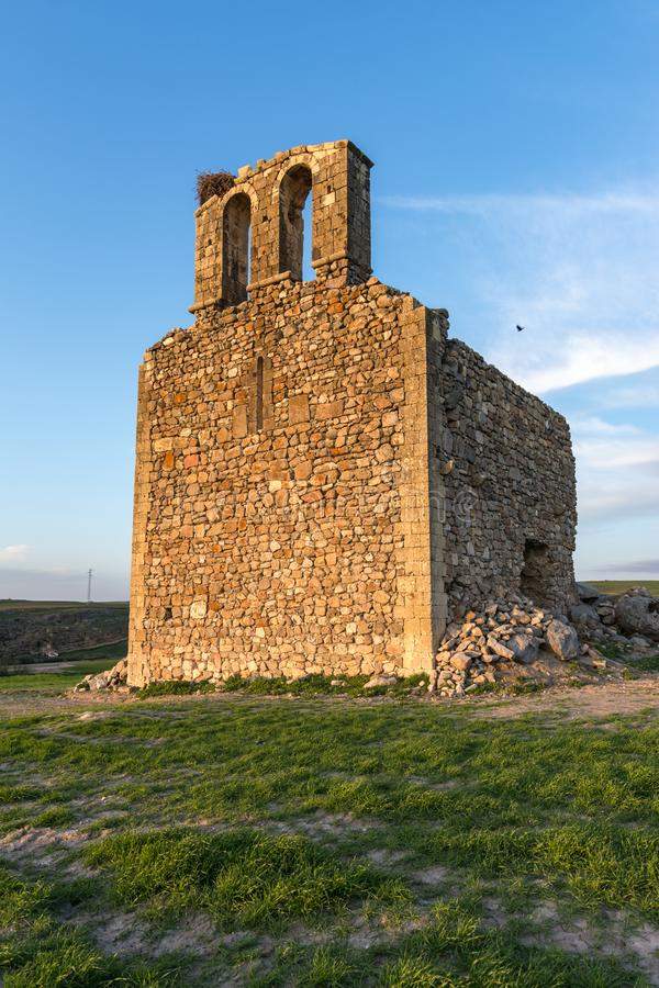 Ruïnes van de Kluis van San Medel in Valseca in de provincie van Segovia Steekproef van de ontvolking van het centrum van Spanje stock foto's