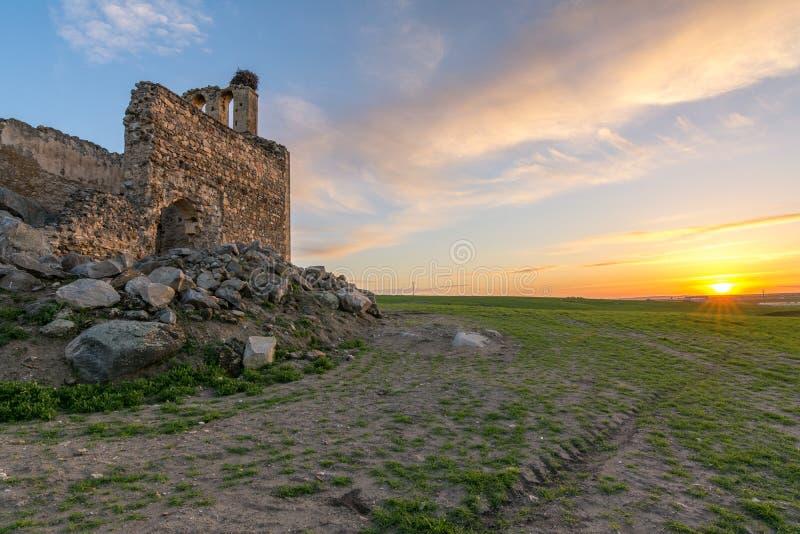Ruïnes van de Kluis van San Medel in Valseca in de provincie van Segovia Steekproef van de ontvolking van het centrum van Spanje royalty-vrije stock afbeelding
