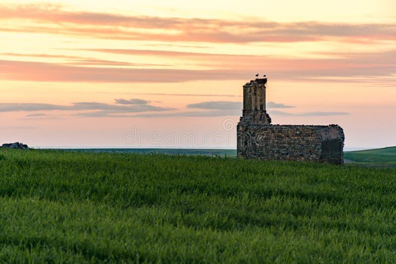 Ruïnes van de Kluis van San Medel in Valseca in de provincie van Segovia Steekproef van de ontvolking van het centrum van Spanje royalty-vrije stock foto's